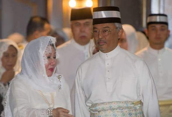 YDP Agong berangkat tiba beri penghormatan terakhir kepada Almarhum Sultan Ismail Petra