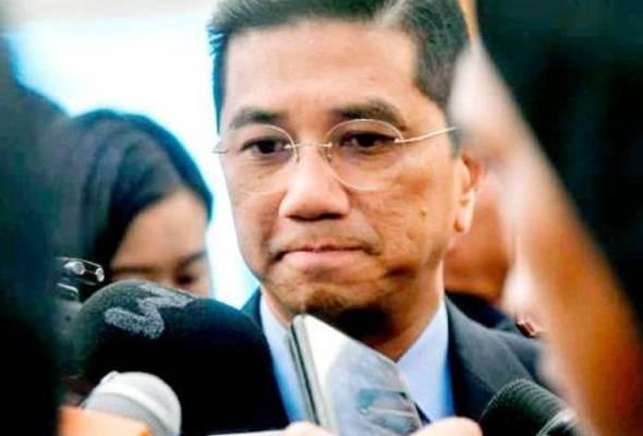 'Kerajaan pintu belakang': Biar Tun Mahathir kekal PM hingga selesai penggal – Azmin