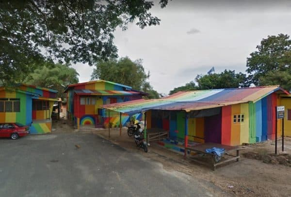Rumah pelangi tarikan baharu di pesisir sungai Kelantan