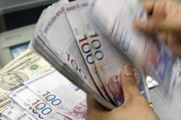 Ringgit dibuka hampir tidak berubah berbanding dolar AS