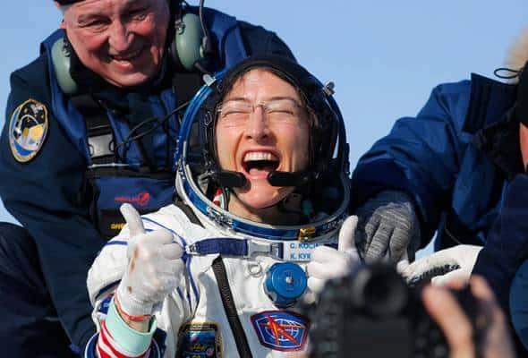 Wanita paling lama berada di ruang angkasa selamat pulang