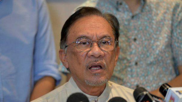Anwar, Wan Azizah dijadual menghadap Agong, DAP adakan mesyuarat tergempar