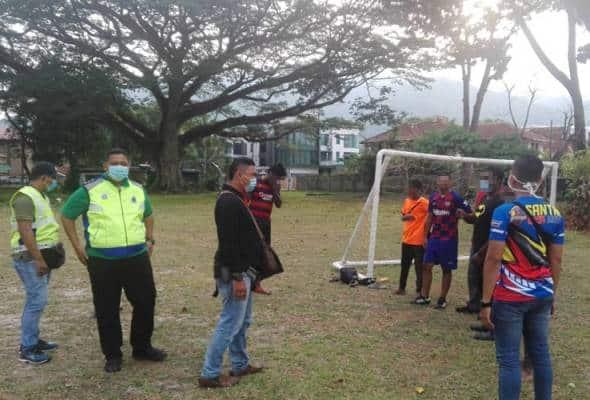 Bermain bola sepak dan berjoging ketika PKP, tujuh individu ditahan